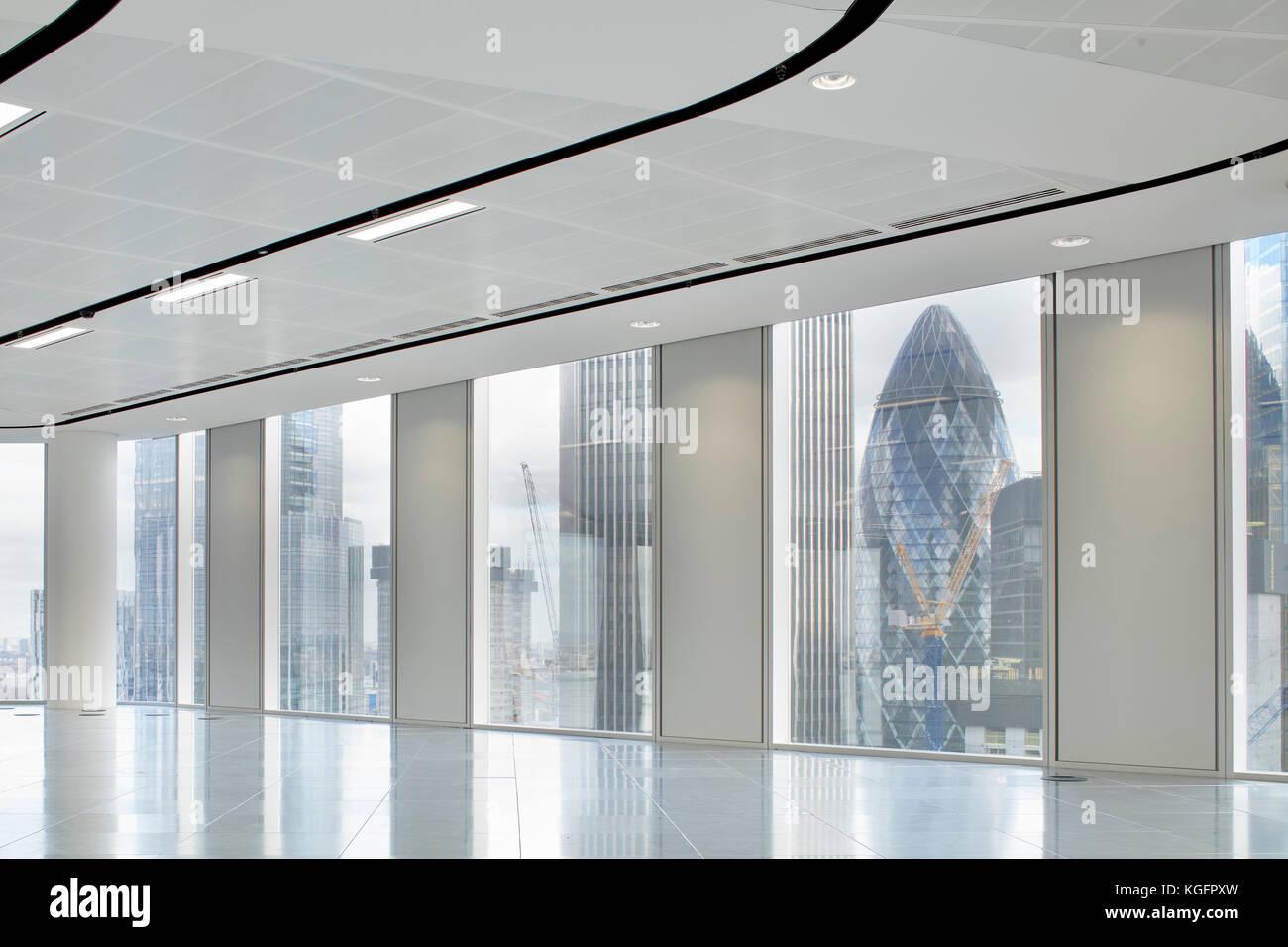 Blick auf Office Platte mit Gurke im Hintergrund. Engel, London, Großbritannien Architekt: Fletcher Priester Stockbild