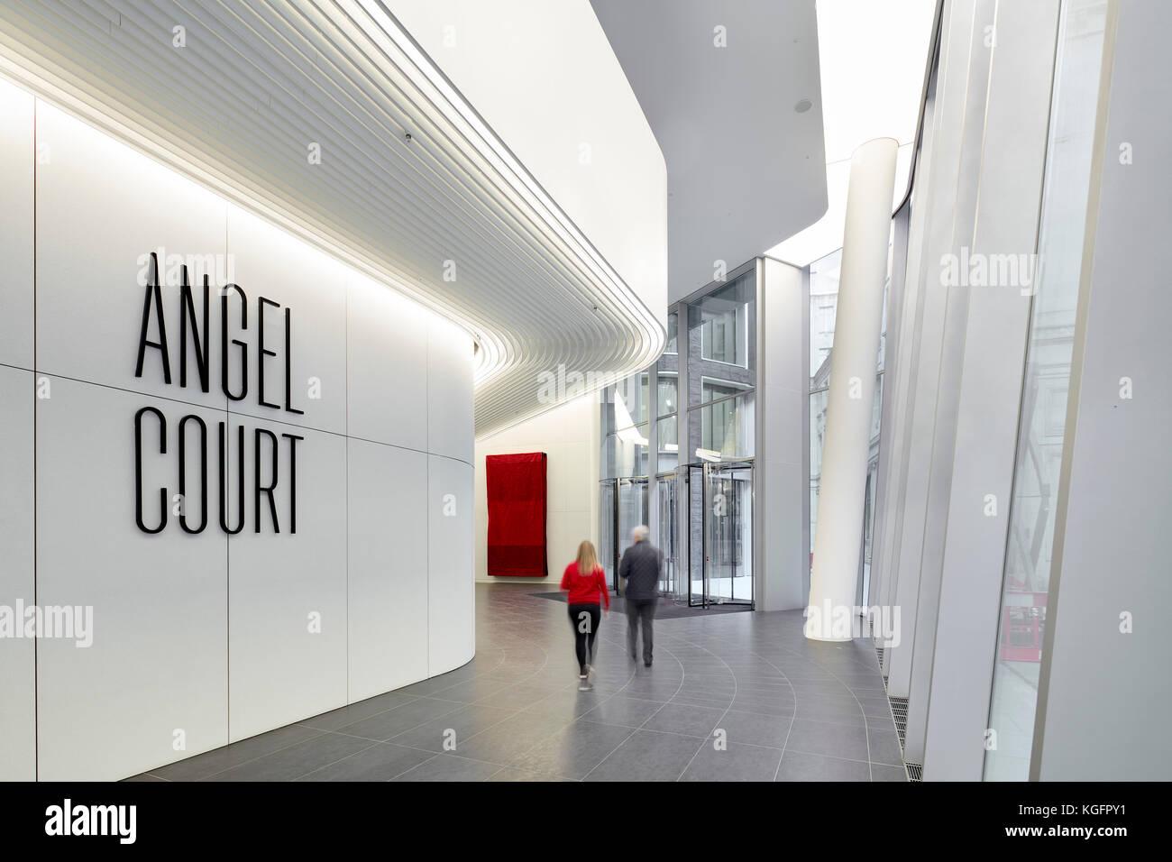 Blick auf die Empfangshalle mit Beschilderung. Engel, London, Großbritannien Architekt: Fletcher Priester Architekten Stockbild
