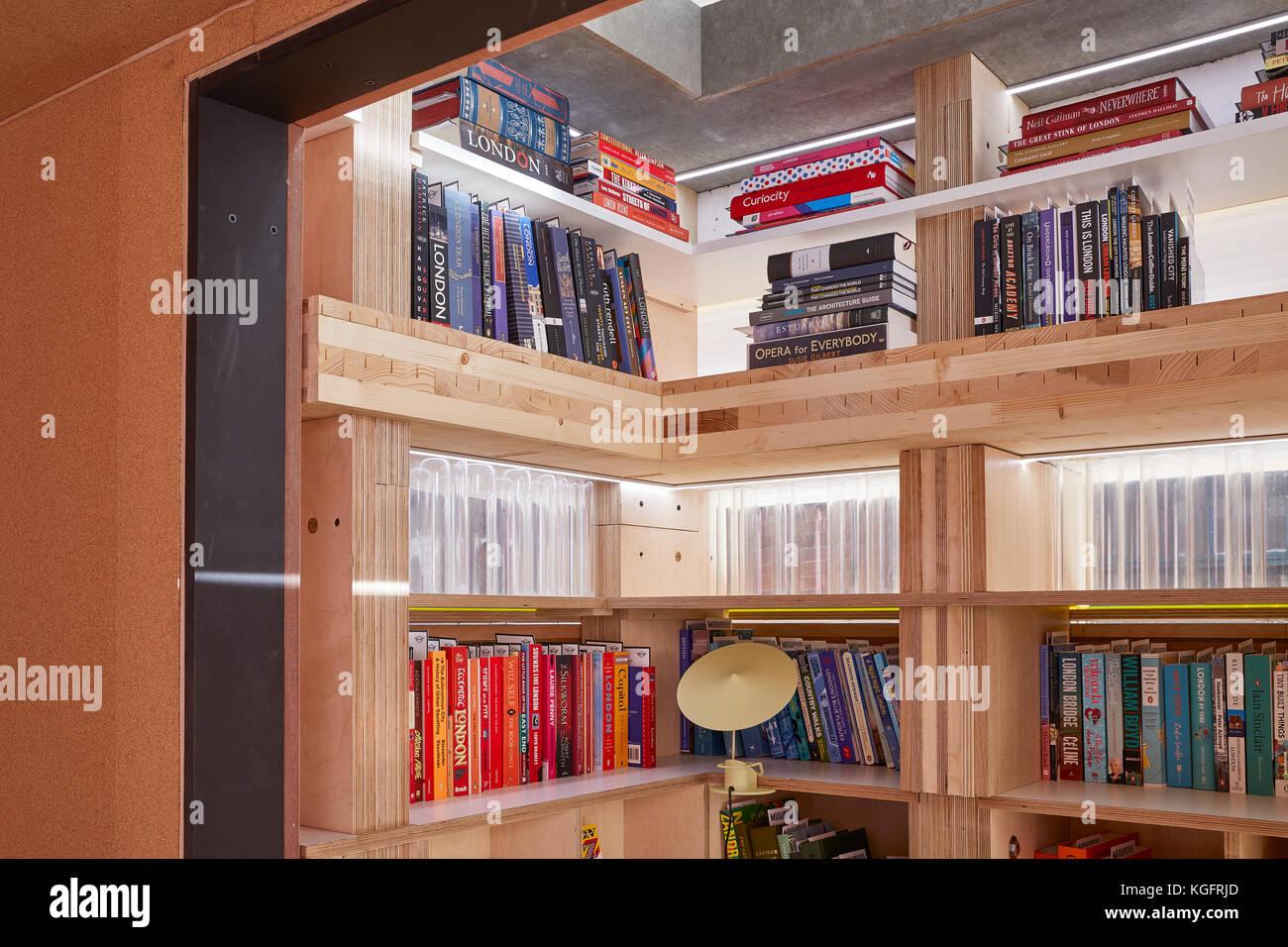 Details von Holz Bücherregal. Der Stack - mini Living urban Kabine, London, Großbritannien Architekt: Stockbild