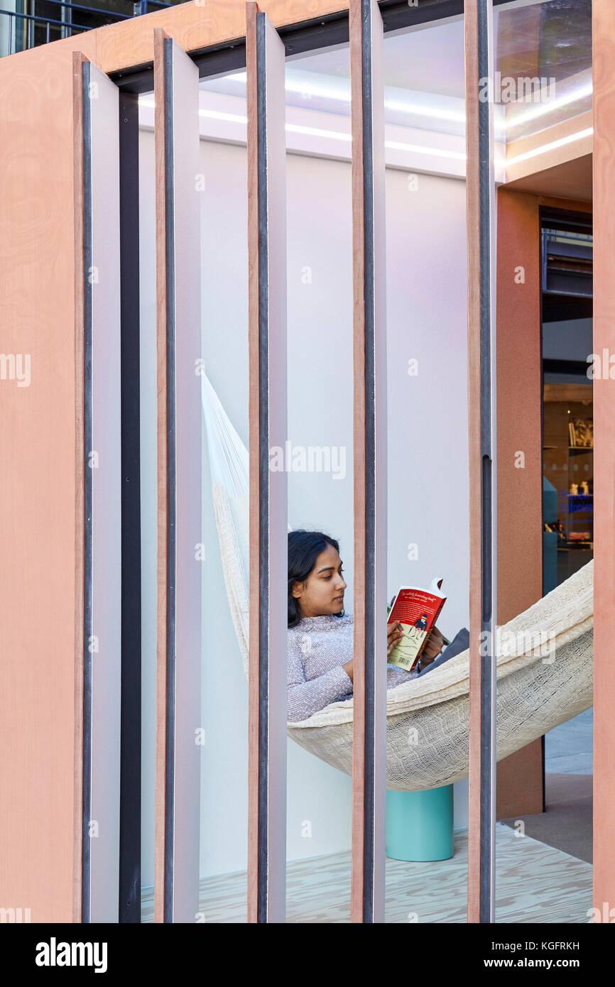 Fenster Blick durch. Der Stack - mini Living urban Kabine, London, Großbritannien Architekt: sam Jacob Studio, Stockbild