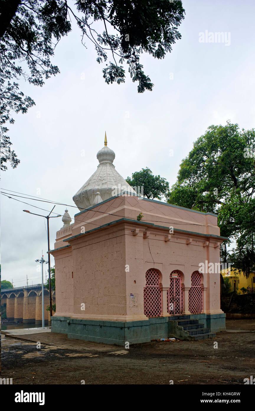 Krishnamai Tempel auf Krishna Fluss, Sangli, Maharashtra, Indien, Asien Stockbild