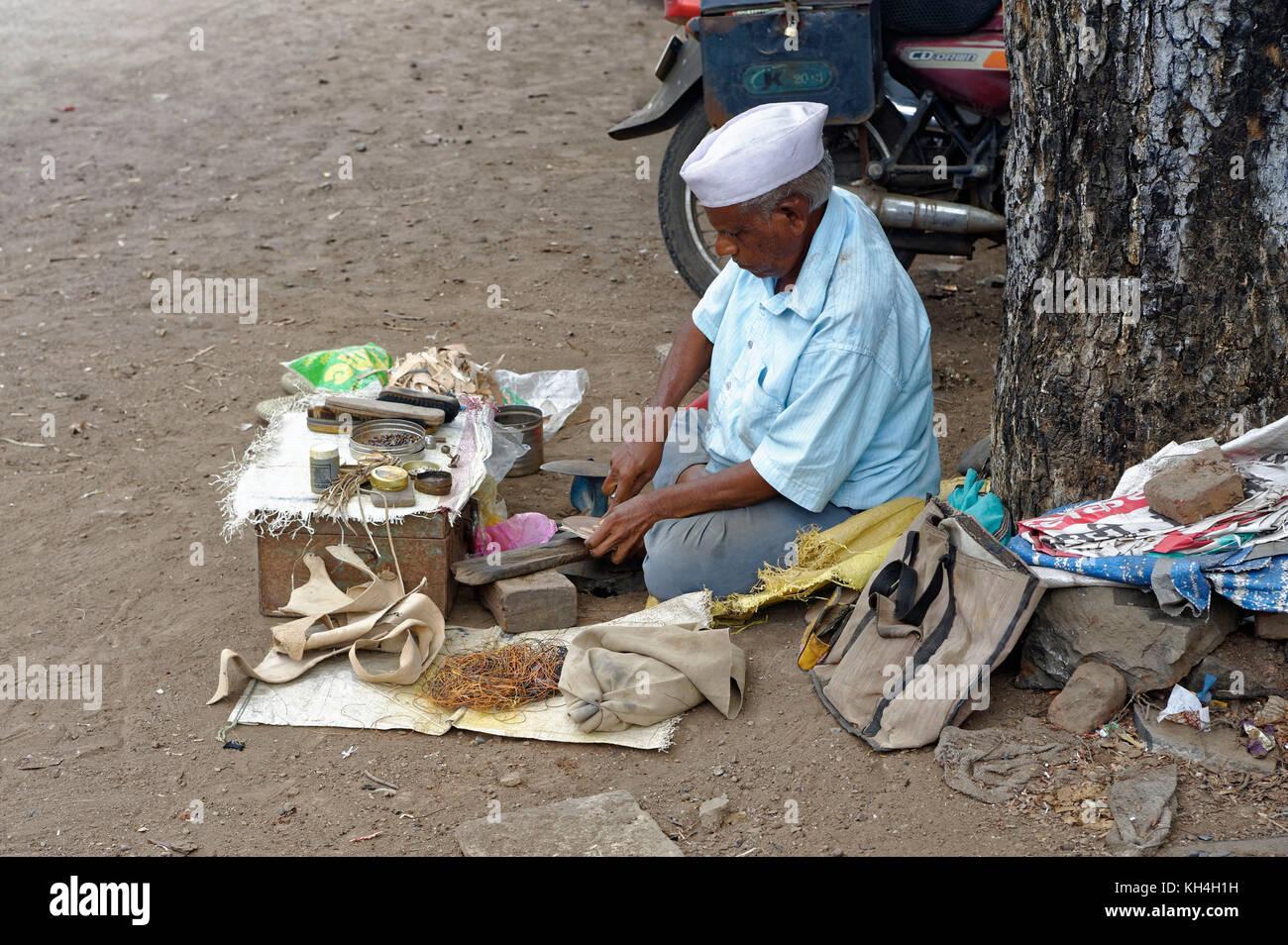 Schuhmacher, miraj, Maharashtra, Indien, Asien Stockbild