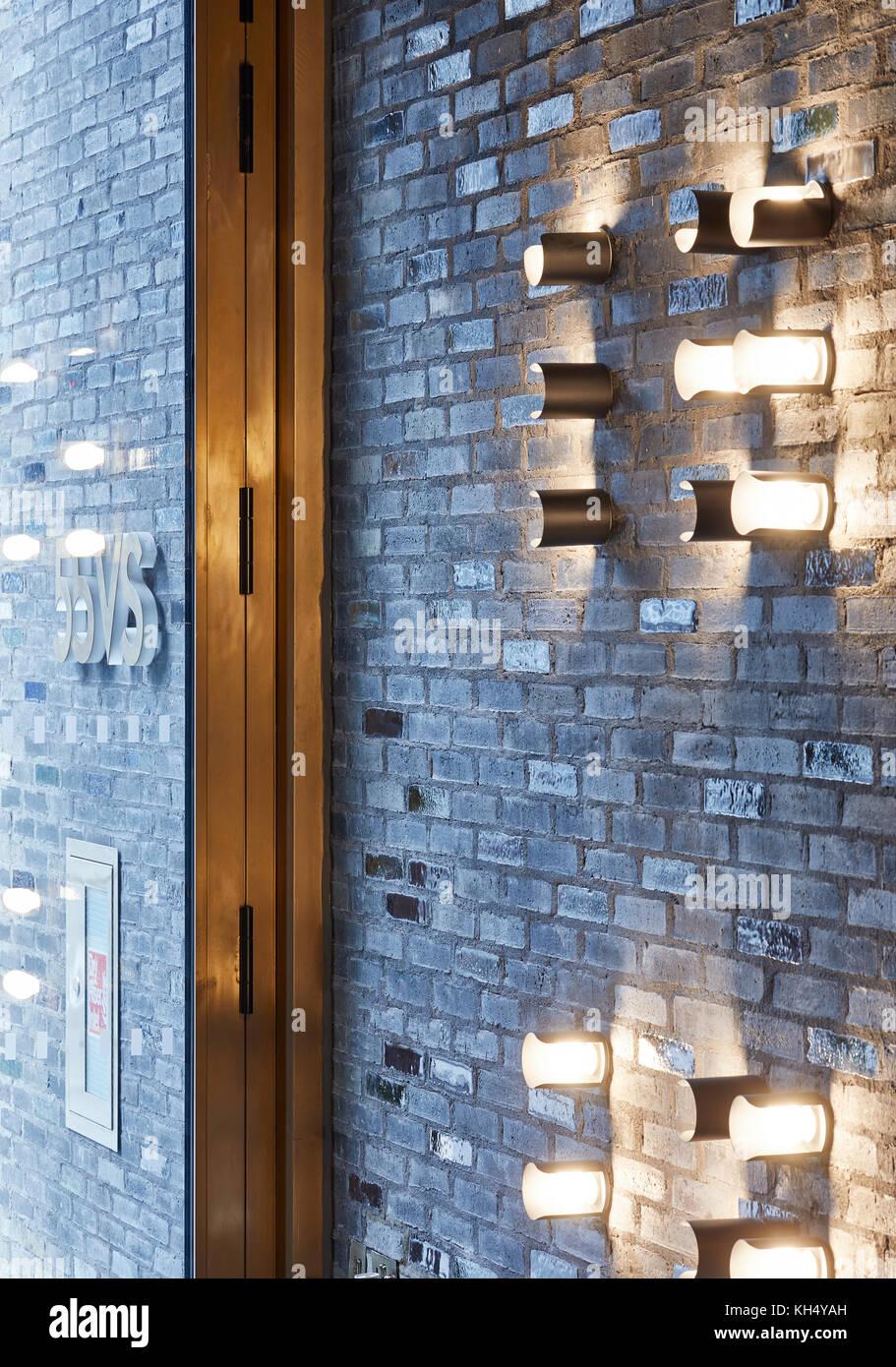 Detail Schuß von Mauerwerk und Glastür. 55 Victoria Street, London, Großbritannien Architekt: steif+trevillion Stockbild