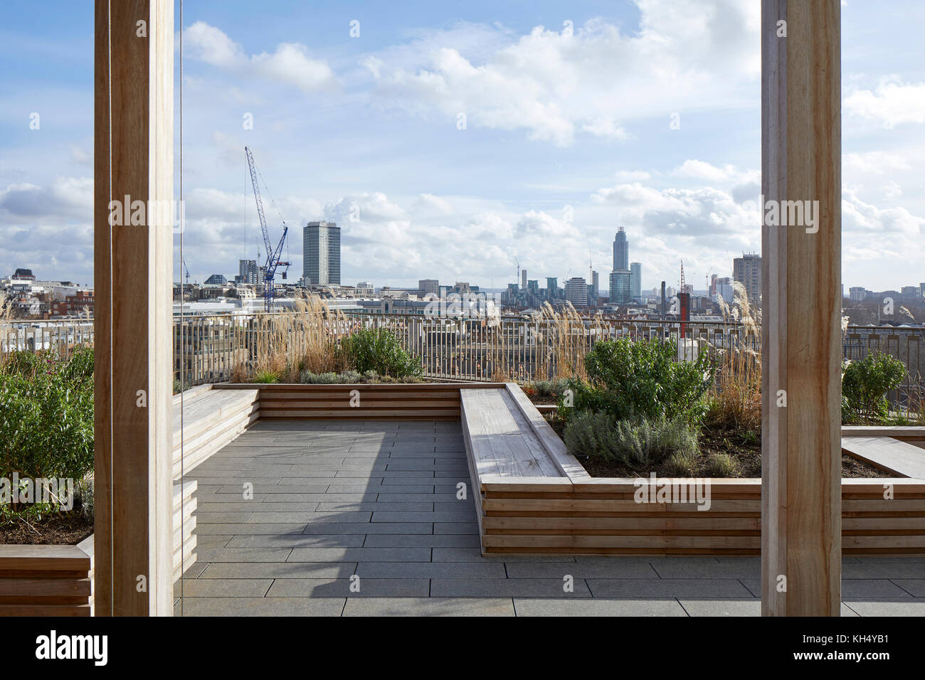 Garten mit Blick über die City von London. 55 Victoria Street, London, Großbritannien Architekt: steif+trevillion Stockbild
