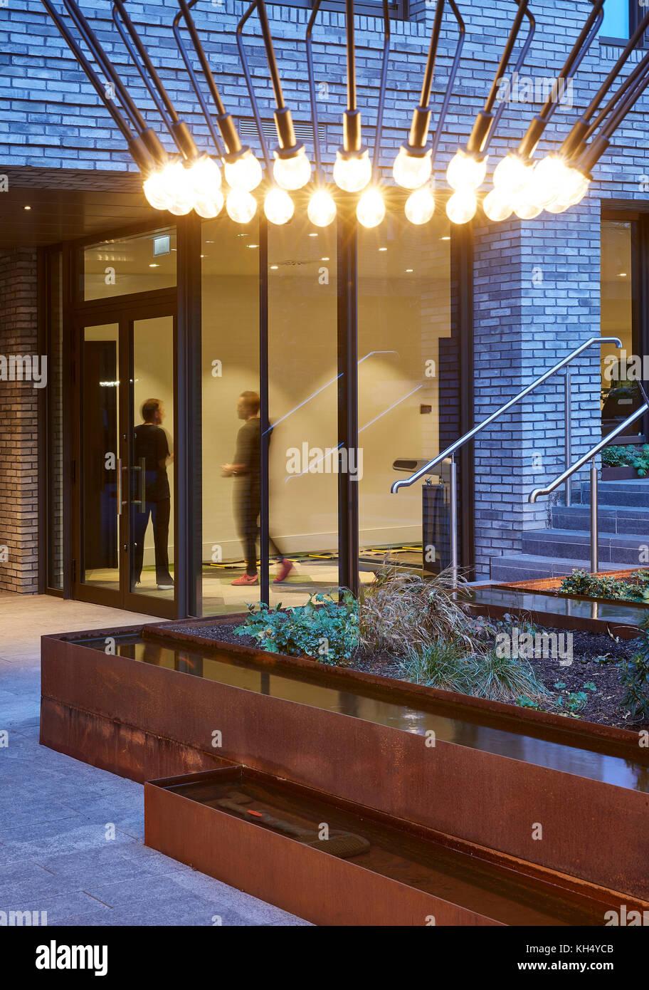 Blick vom Garten ins Gebäudeinnere. 55 Victoria Street, London, Großbritannien Architekt: steif+trevillion Stockbild