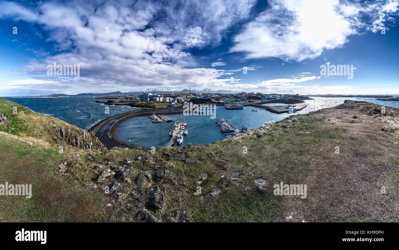 Panoramablick von stykkisholmur an einem schönen Tag, Halbinsel Snaefellsnes, Island Stockbild