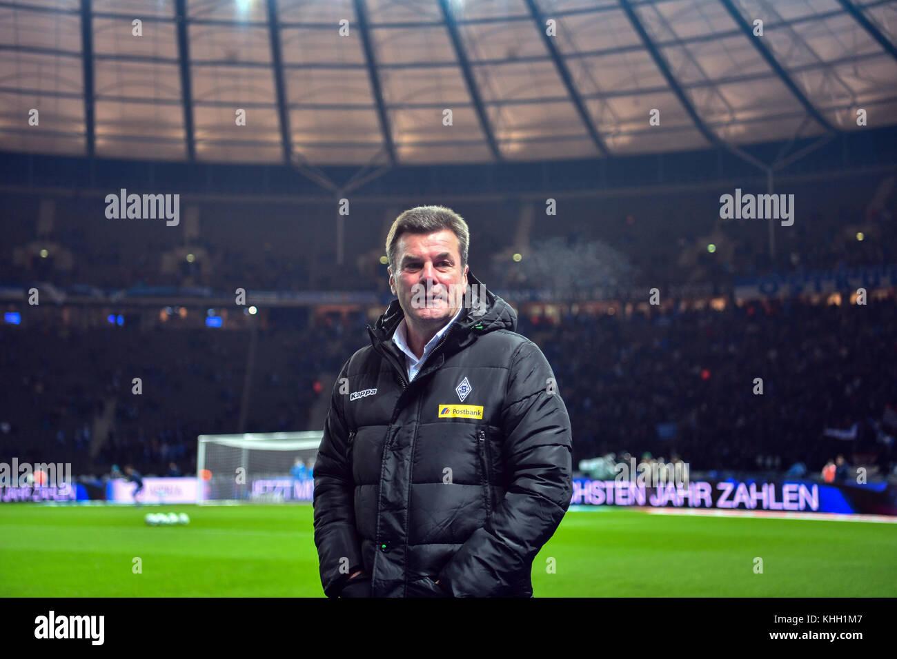Berlin, Deutschland. 18 Nov, 2017.Mönchengladbach Trainer Dieter Hecking im Olympia Stadion in Berlin, Deutschland Stockbild