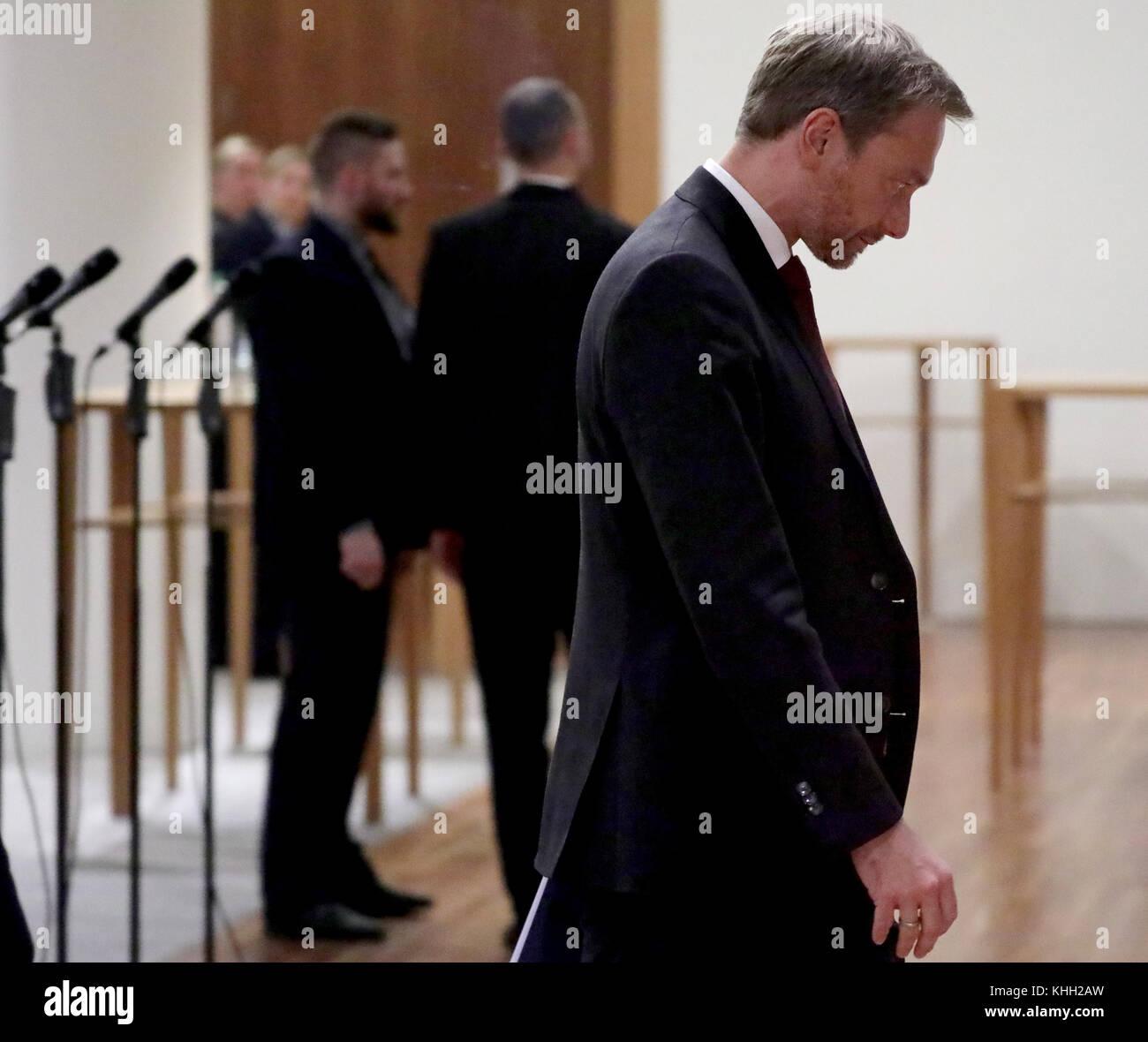 Berlin, Deutschland. 19 Nov, 2017. Der FDP-Vorsitzende Christian Lindner Spaziergänge auf dem Flur der Vertretung Stockbild