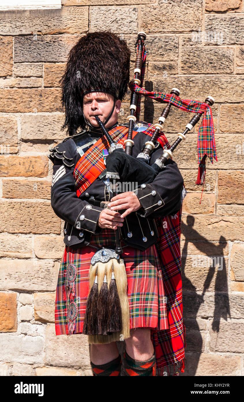 Edinburgh Schottland Edinburgh busker Scottish piper Mann im Kilt, Dudelsack Straßenmusik Stockbild