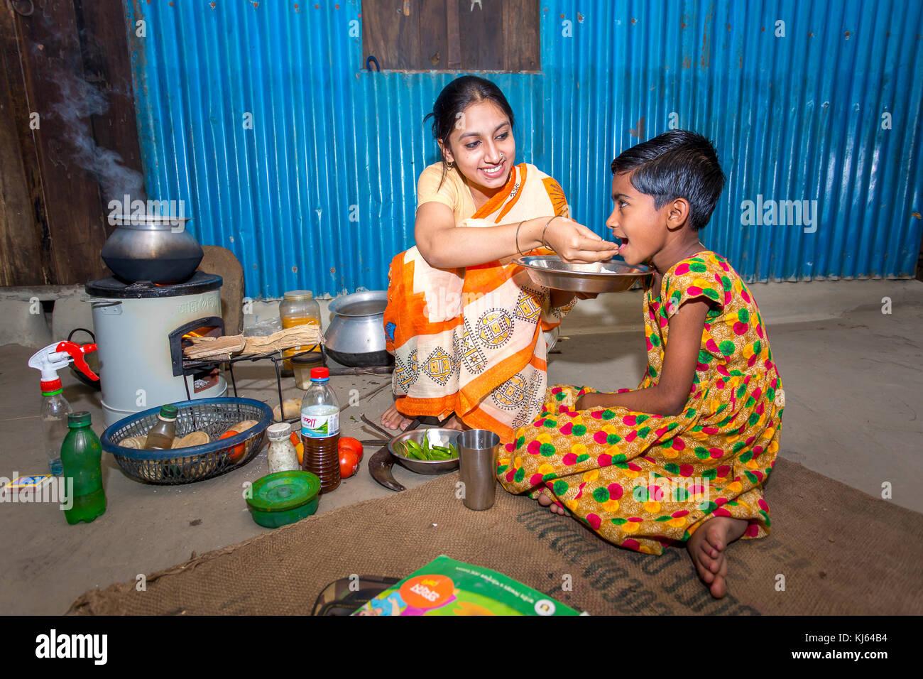 bangladesh family stockfotos bangladesh family bilder alamy. Black Bedroom Furniture Sets. Home Design Ideas