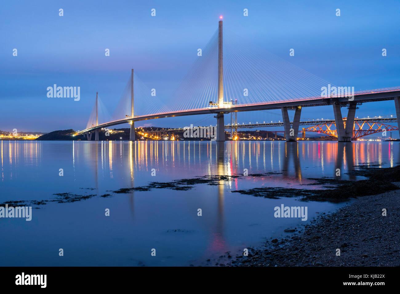 Nacht Blick auf Neue queensferry Kreuzung Brücke überspannt den Fluss Forth in Schottland, Vereinigtes Stockbild
