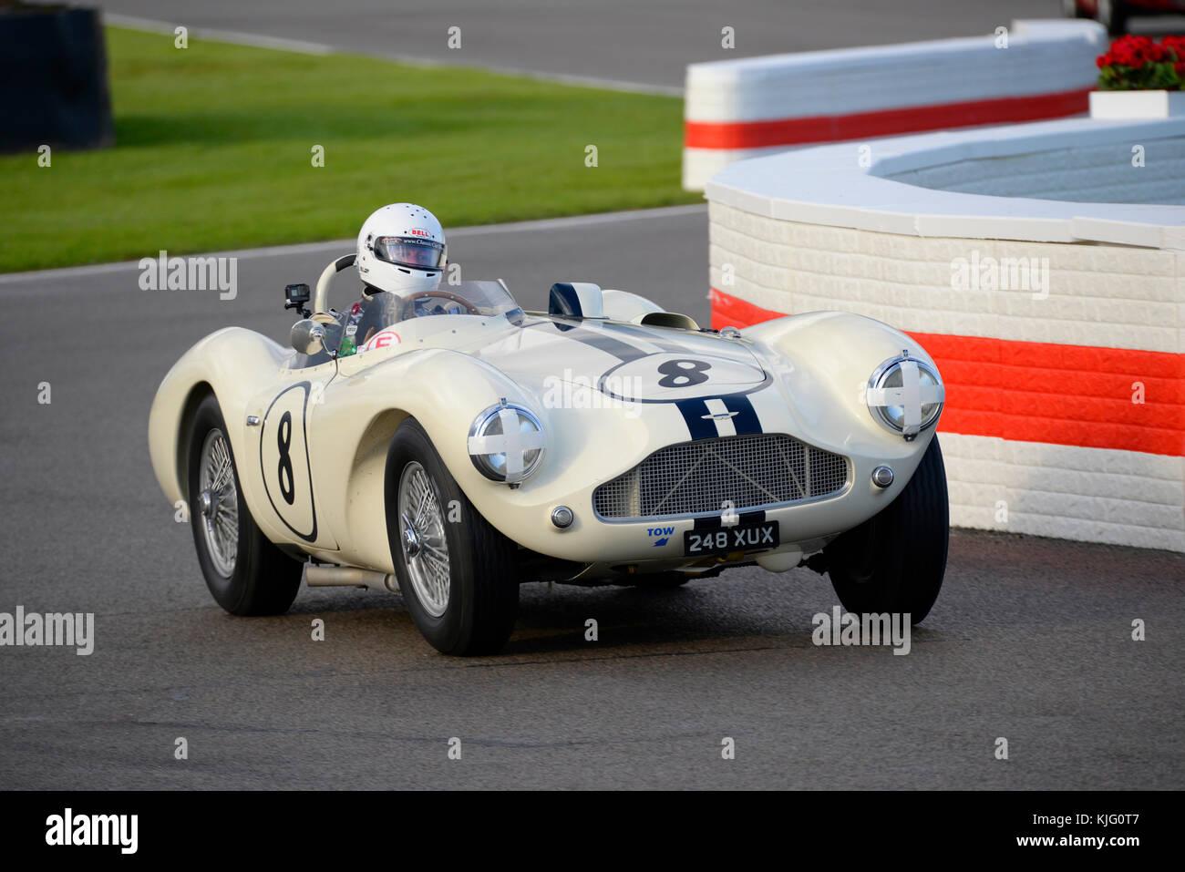 1954 Aston Martin DB 3 s im Besitz und unter der Leitung von Gregor fisken Racing in Goodwood Revival 2017 angetrieben. Stockbild