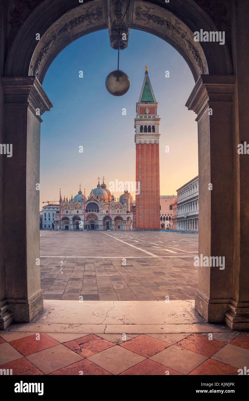 Venedig. Stadtbild Bild von St. Markusplatz in Venedig bei Sonnenaufgang. Stockbild