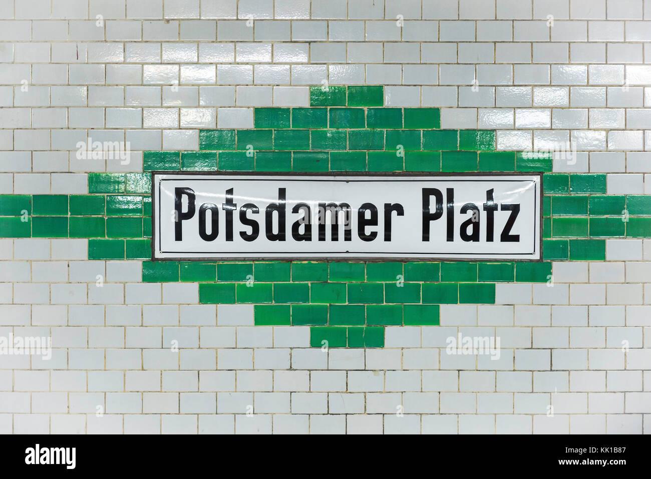 Berliner U-Bahn Mitte, in der u-bahn Station am Potsdamer Platz im Zentrum von Berlin, Deutschland. Stockbild