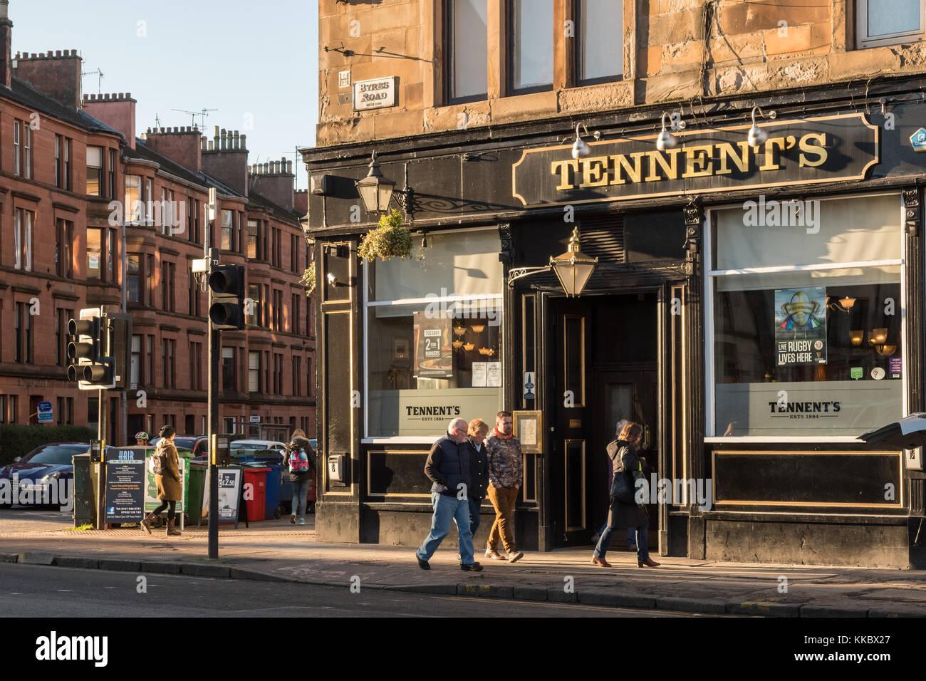 Tennent's Bar Pub, der Byres Road, Glasgow, Schottland, Großbritannien Stockbild