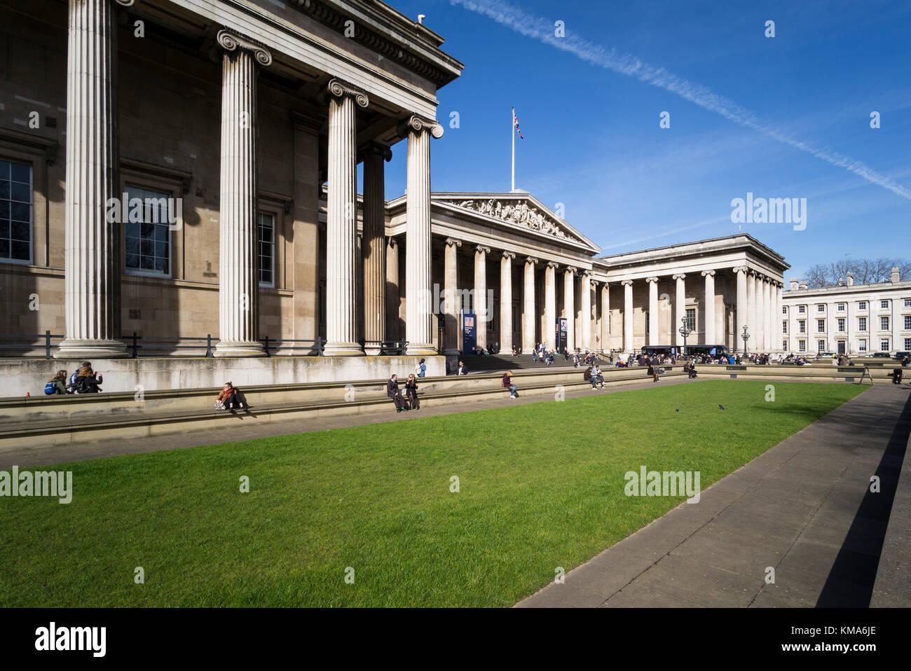 London. England. Griechischen Revival Äußere des British Museum, von Sir Robert Smirke (1780 - 1867) im Stockbild