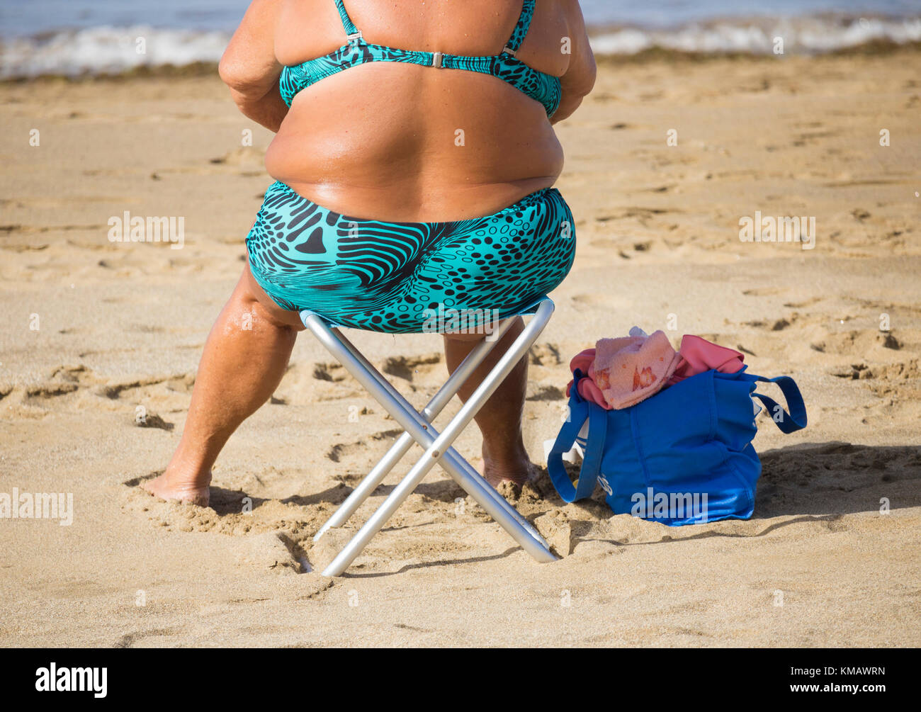 obese woman sunbathing beach stockfotos obese woman sunbathing beach bilder alamy. Black Bedroom Furniture Sets. Home Design Ideas