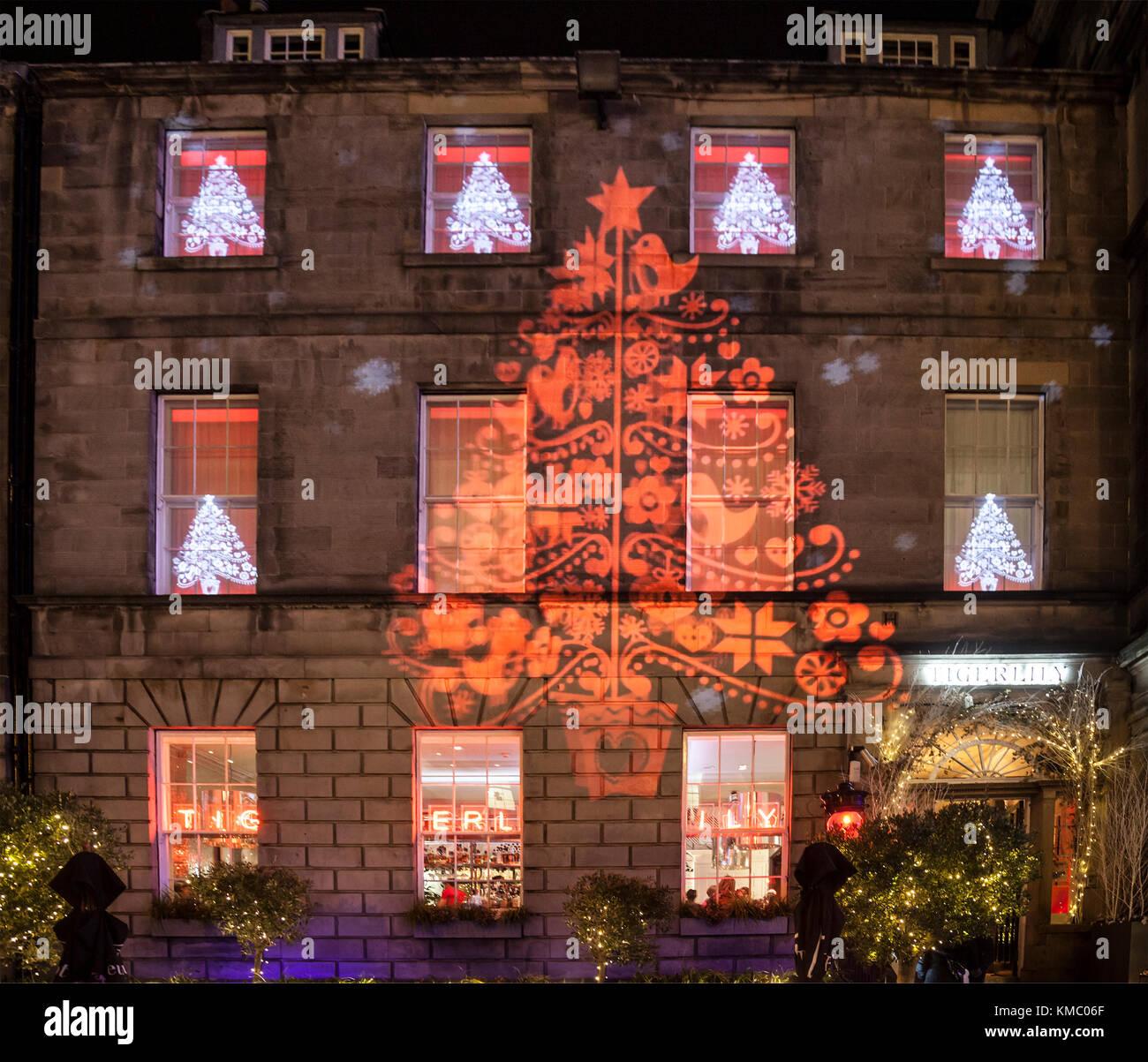 Weihnachtsb ume und schneeflocken licht projektion auf die - Halloween fenster projektion ...