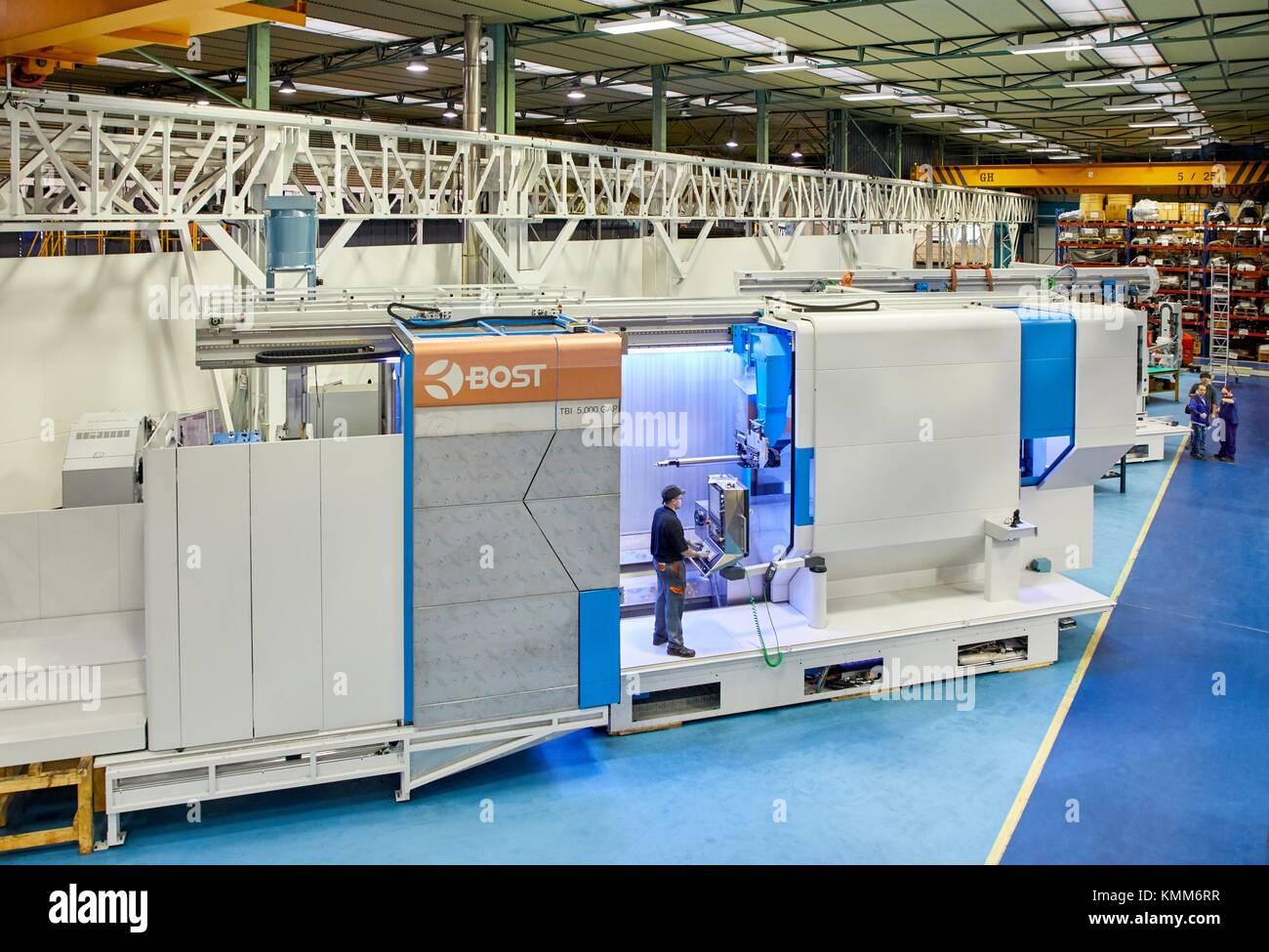 Bearbeitungszentrum. CNC. Horizontal Drehen und Fräsen Drehmaschine. Design, Herstellung und Montage von Werkzeugmaschinen. Stockbild