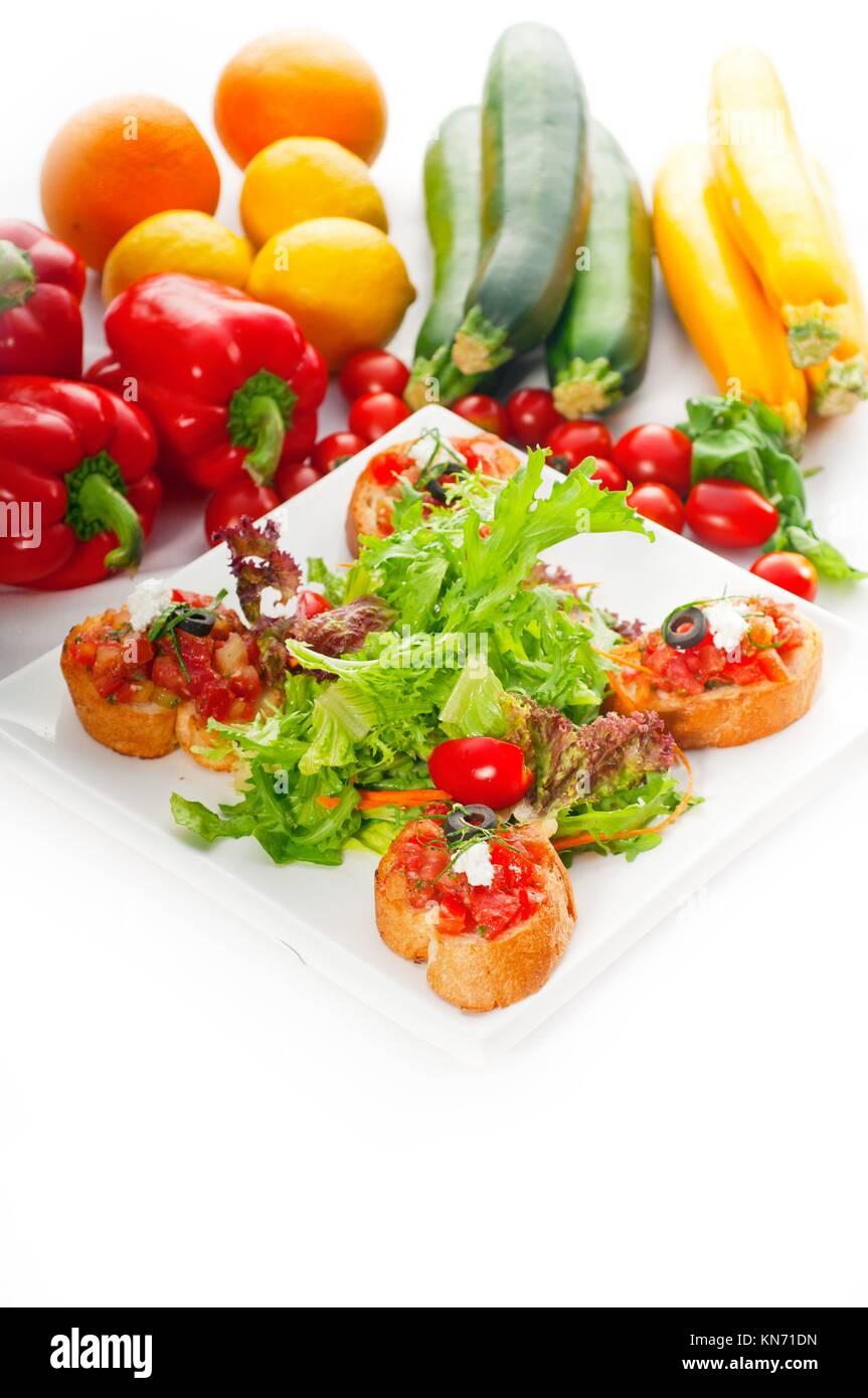 original italienische frisches bruschetta typisch fingerfood mit frischem salat und gem se auf. Black Bedroom Furniture Sets. Home Design Ideas