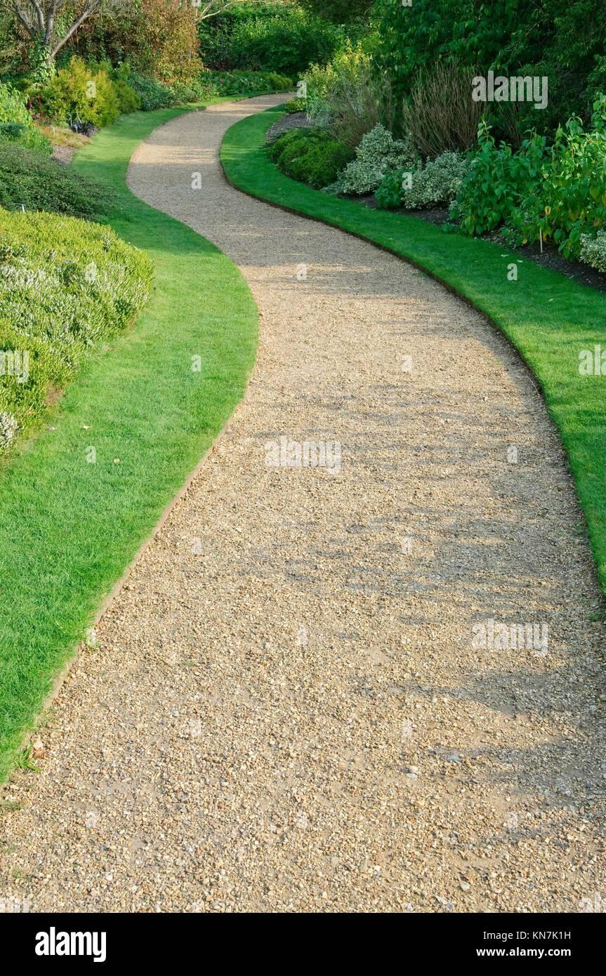 englischer garten schotterweg im herbst stockfoto, bild: 167969693