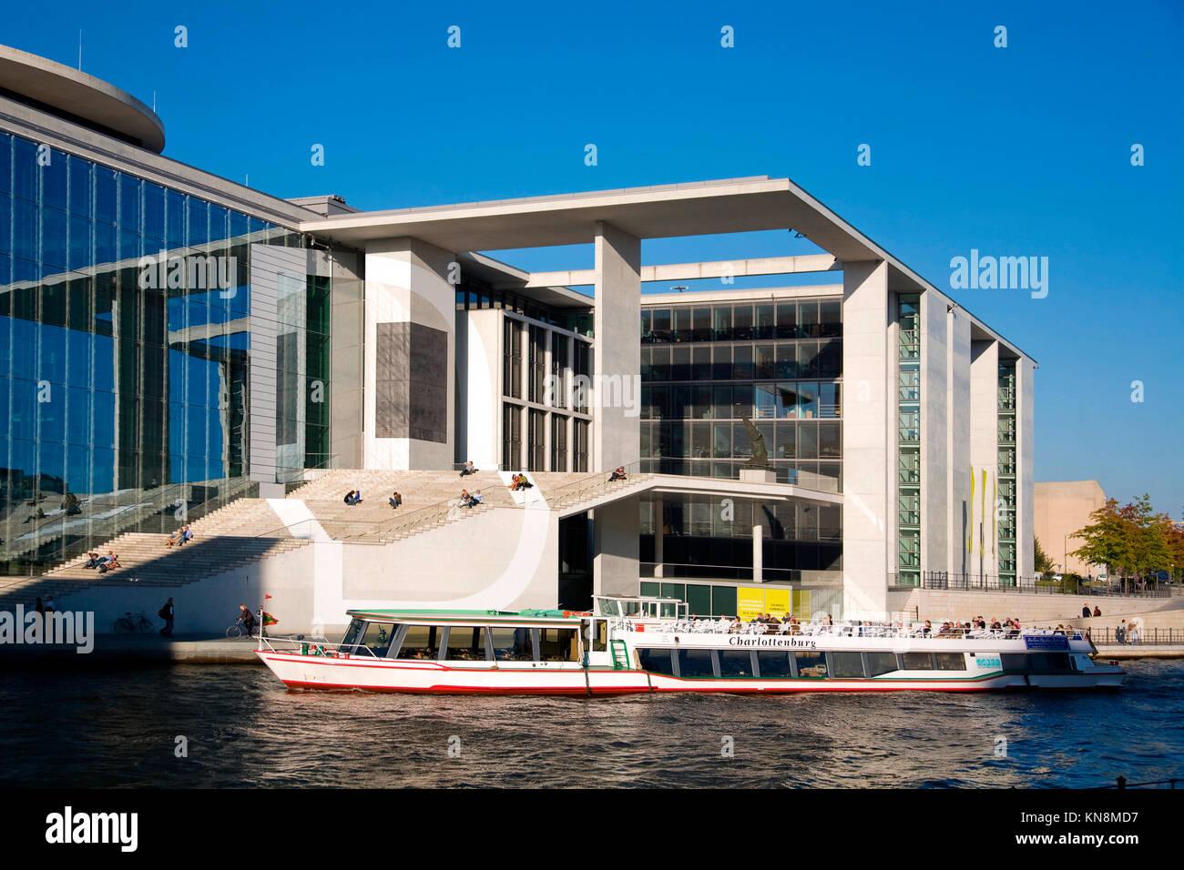 Elisabeth Lueders Haus an der Spree, Boot, Berlin, Deutschland, Stockbild