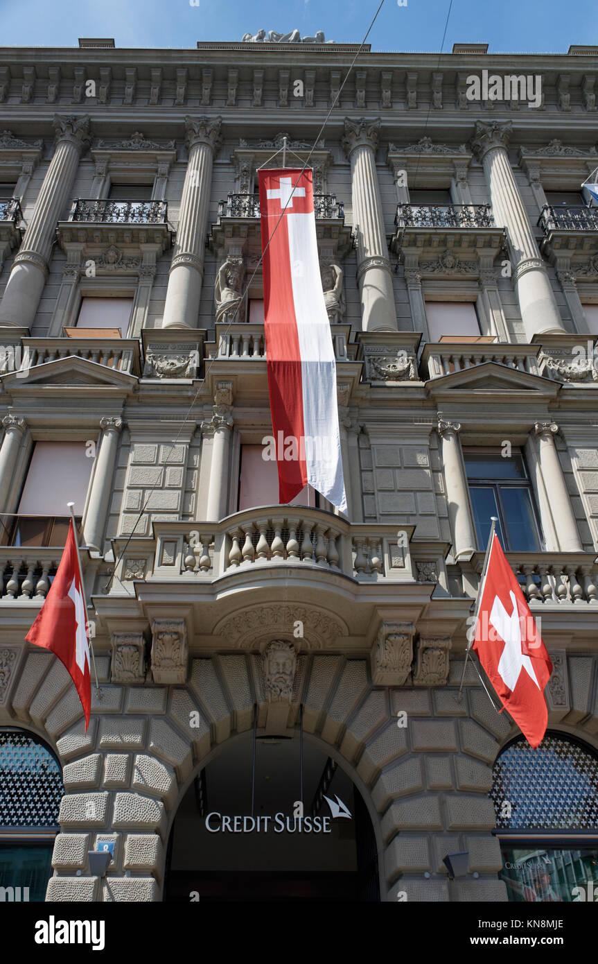 Paradeplatz, UBS, Credit Suisse, schweizer Fahnen, 1. August, nationalen Urlaub, Schweiz, Zürich, Stockbild