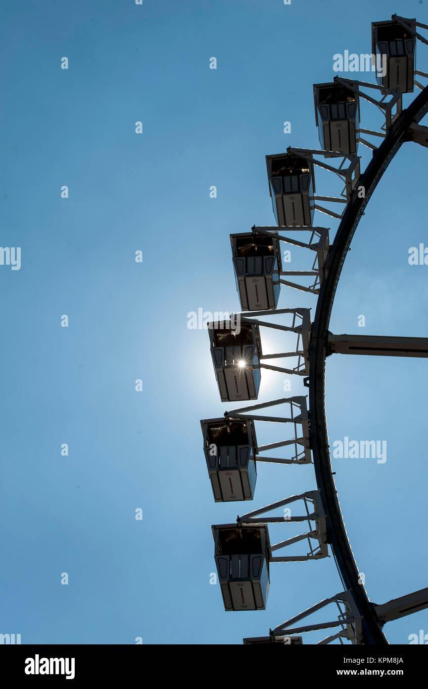 Hamburg, eine der schönsten und beliebtesten Reiseziele der Welt. Riesenrad mit Sun Reflexion. Stockbild