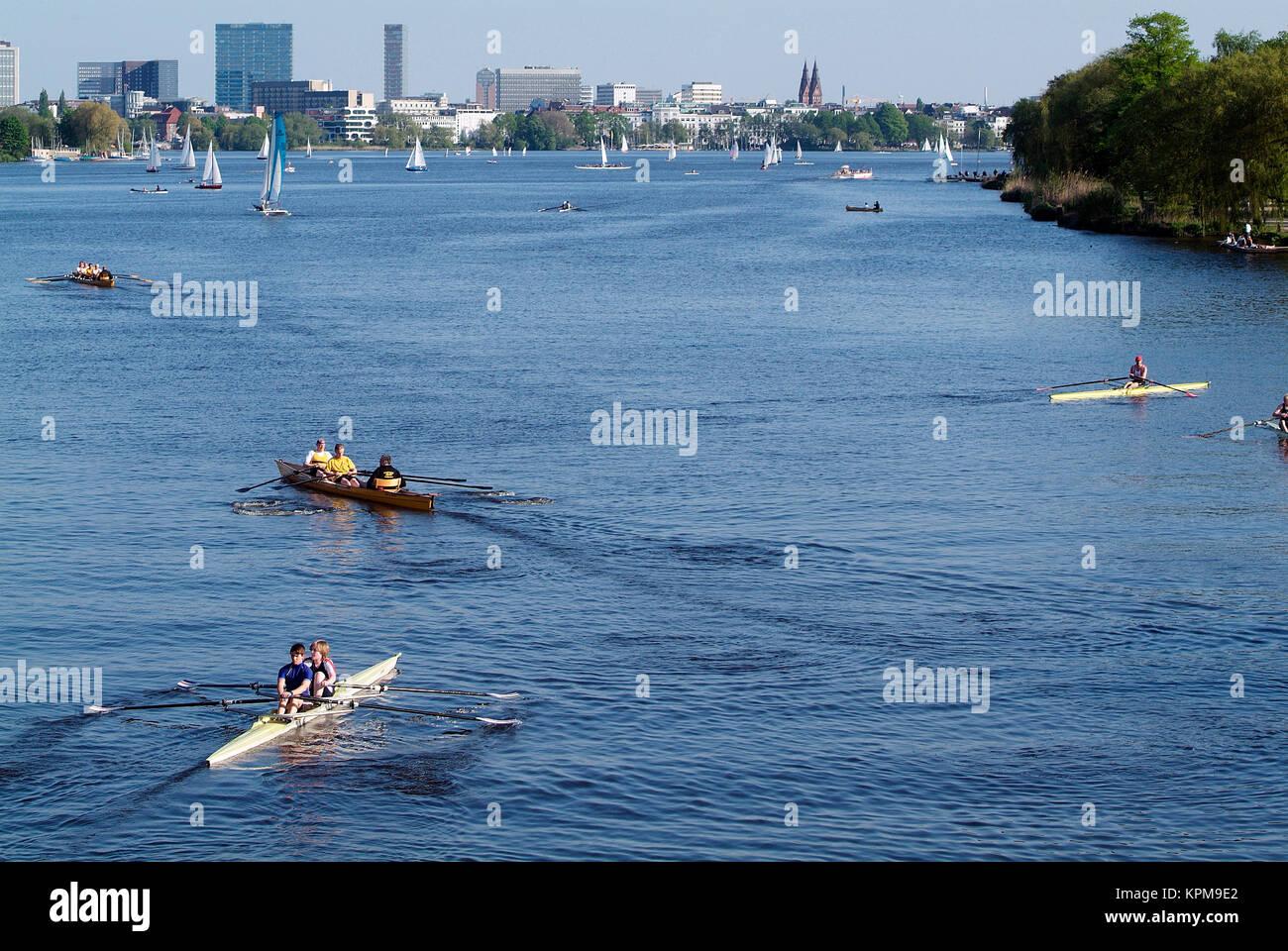 Hamburg, eine der schönsten und beliebtesten Reiseziele der Welt. Freizeitaktivitäten Ruderer auf der Stockbild