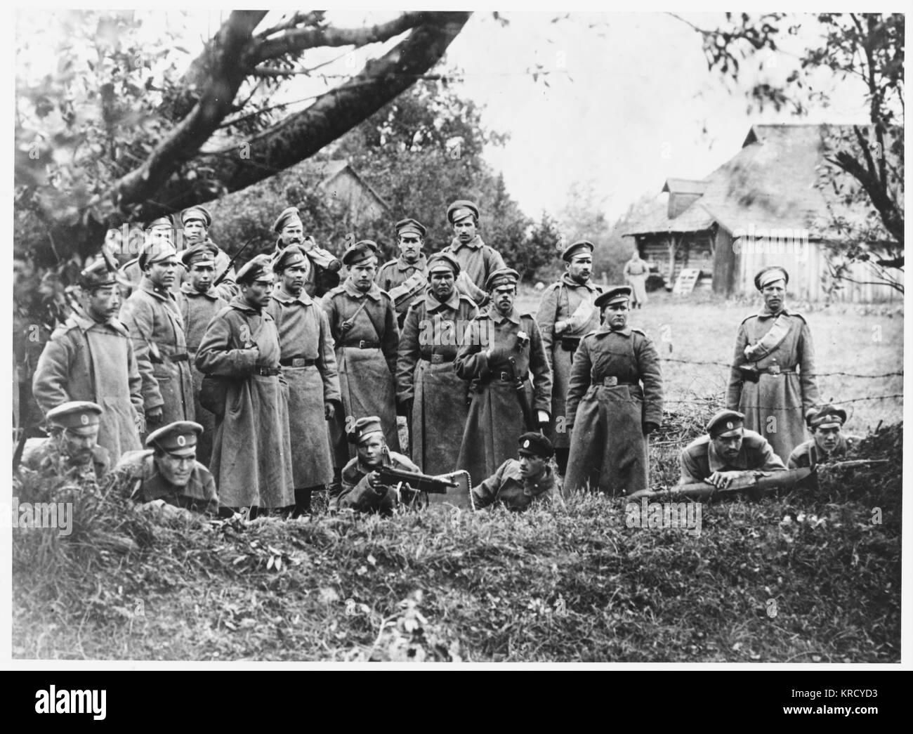Nach der vorläufigen General Kornilow Kerenski, das Regime zu stürzen, seine Anhänger und die siegreichen Stockbild