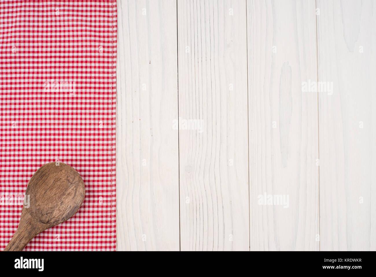 L ffel aus holz auf einer serviette und alte wei e for Weisse holztische