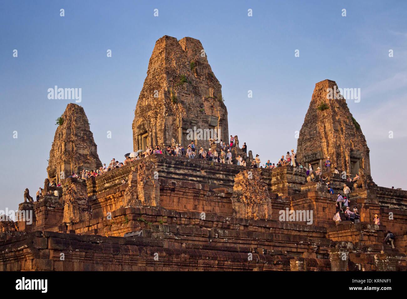 Tempel Pre Rup bei Sonnenuntergang, touristische Menschenmenge, Angkor Wat, Kambodscha, Asien, Stockbild