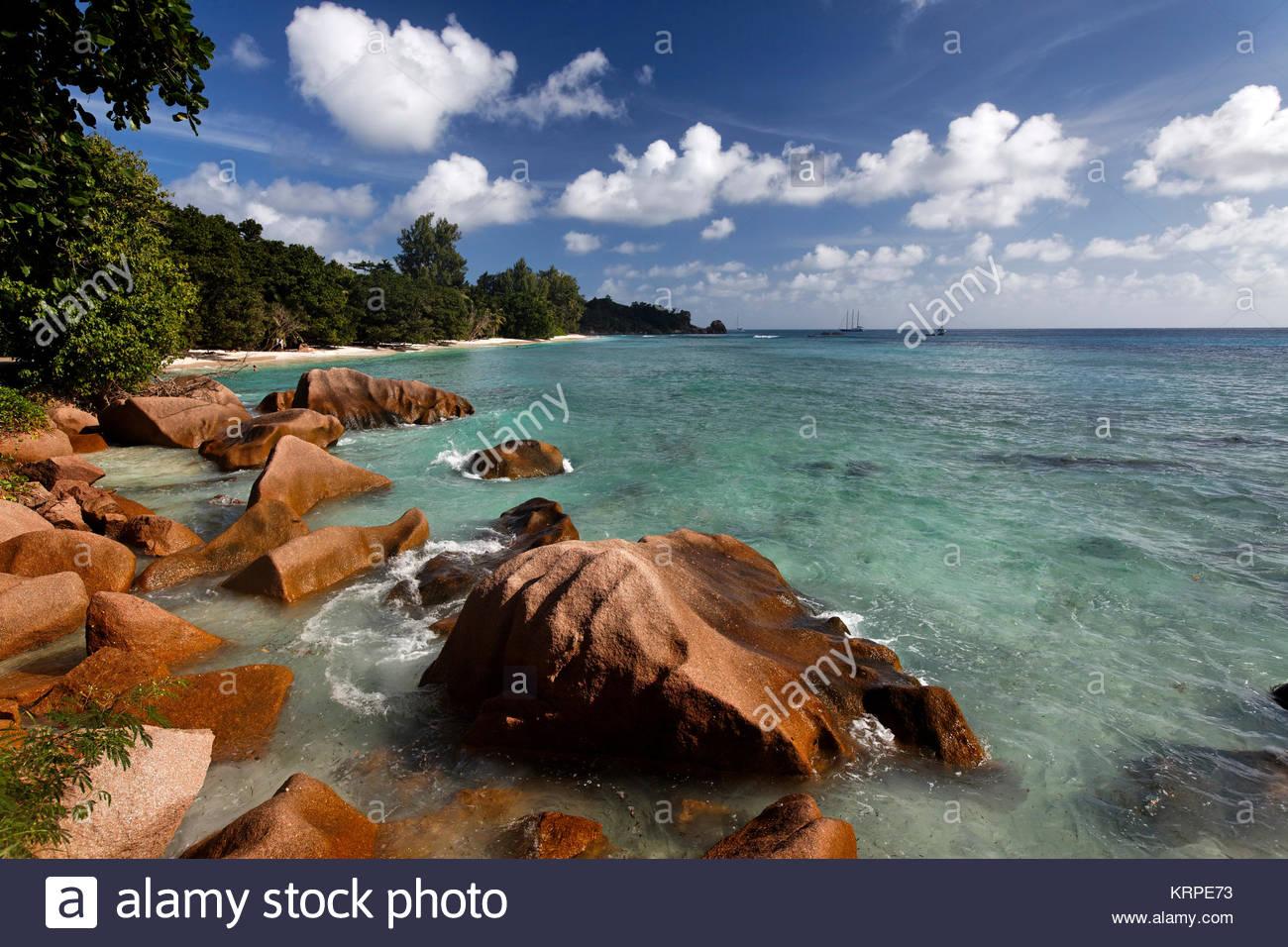 Granitfelsen am Ufer am Anse Severe, La Digue, Seychellen, Indischer Ozean, Afrika Stockbild