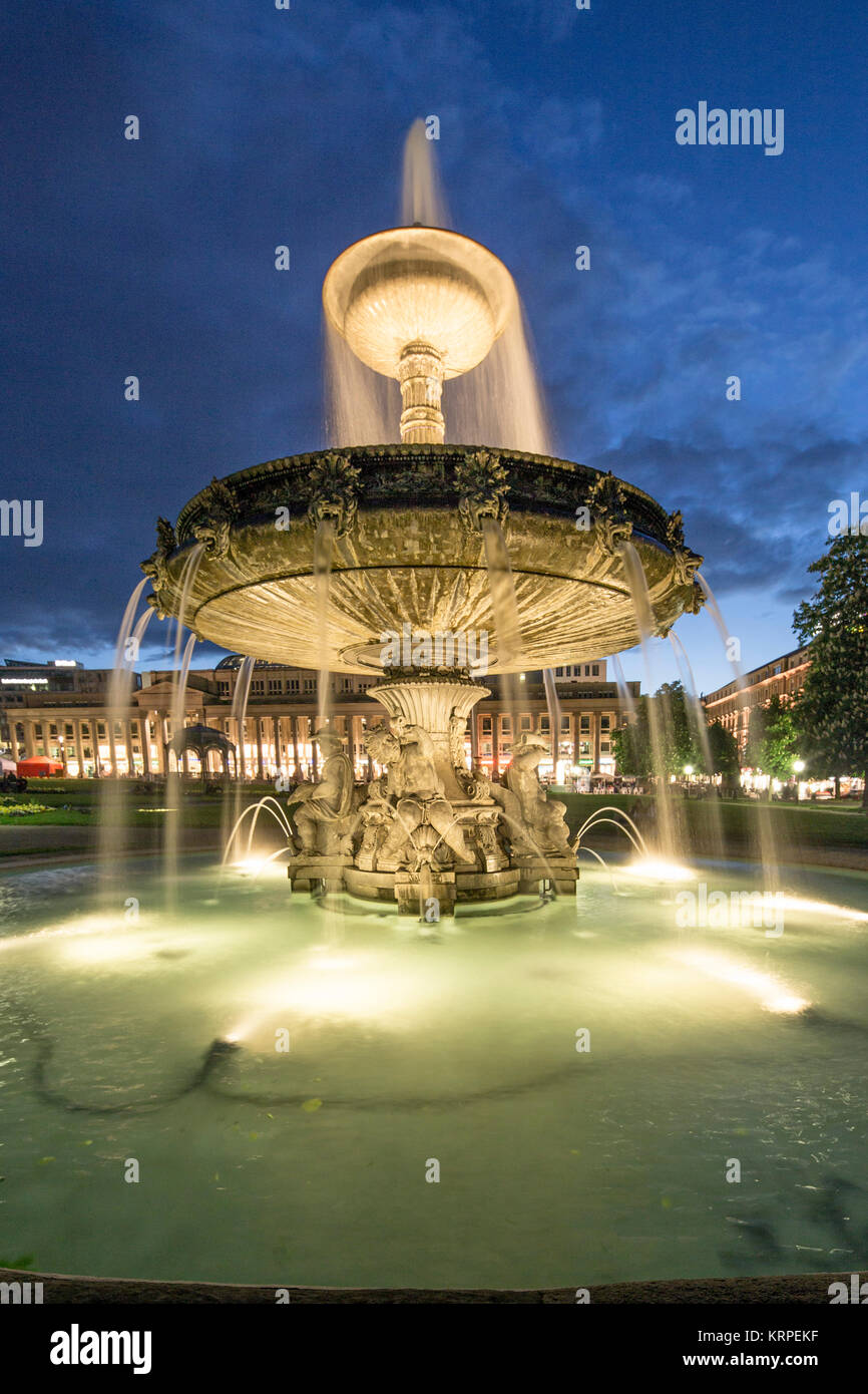 Schloss Platz mit Brunnen, Neues Schloss, Stuttgart, Baden-Wuerttemberg, Deutschland Stockbild