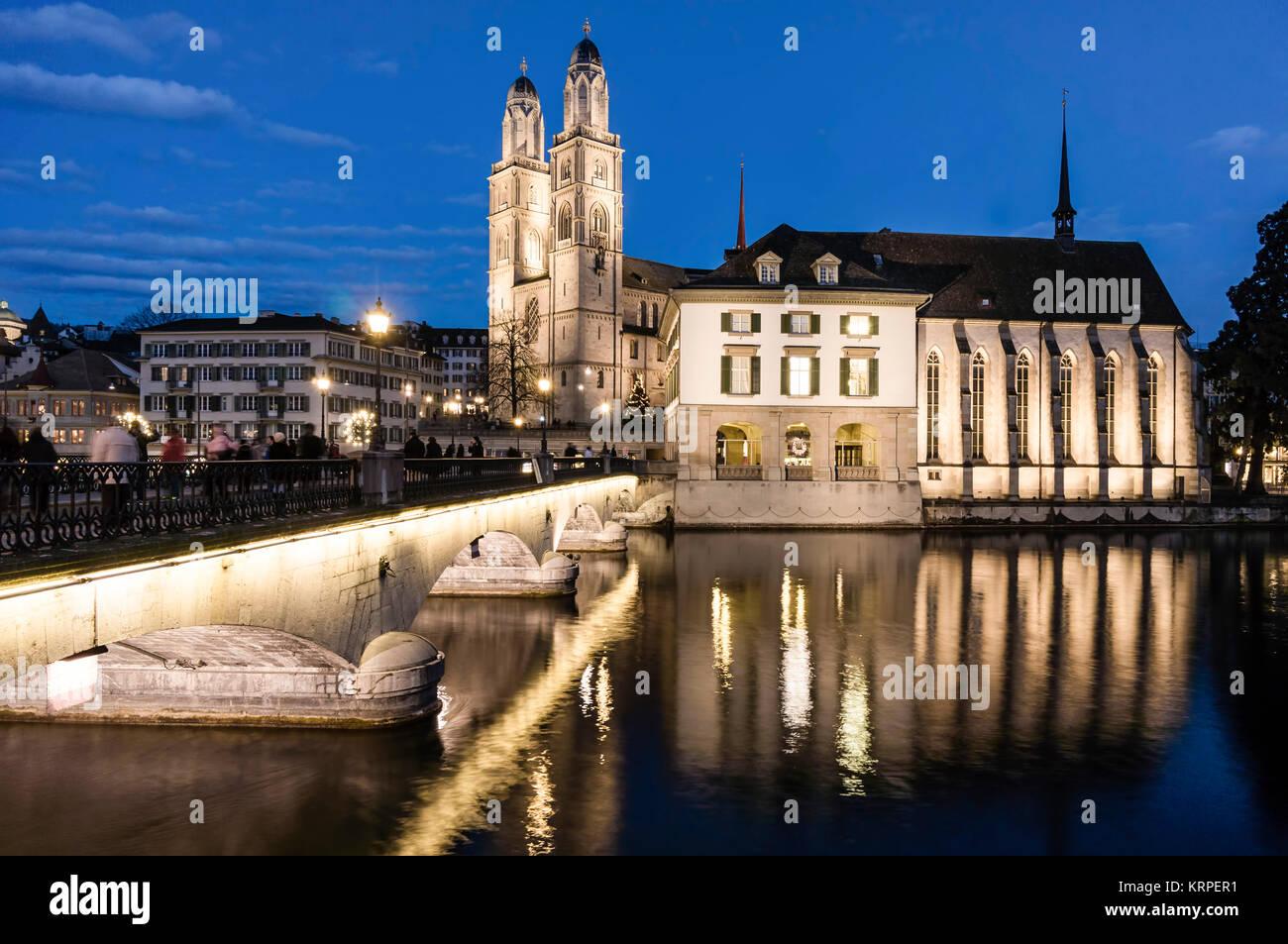 Grossmünster, Wasser Kirche, Fluss Limmat, Zürich, Schweiz Stockbild