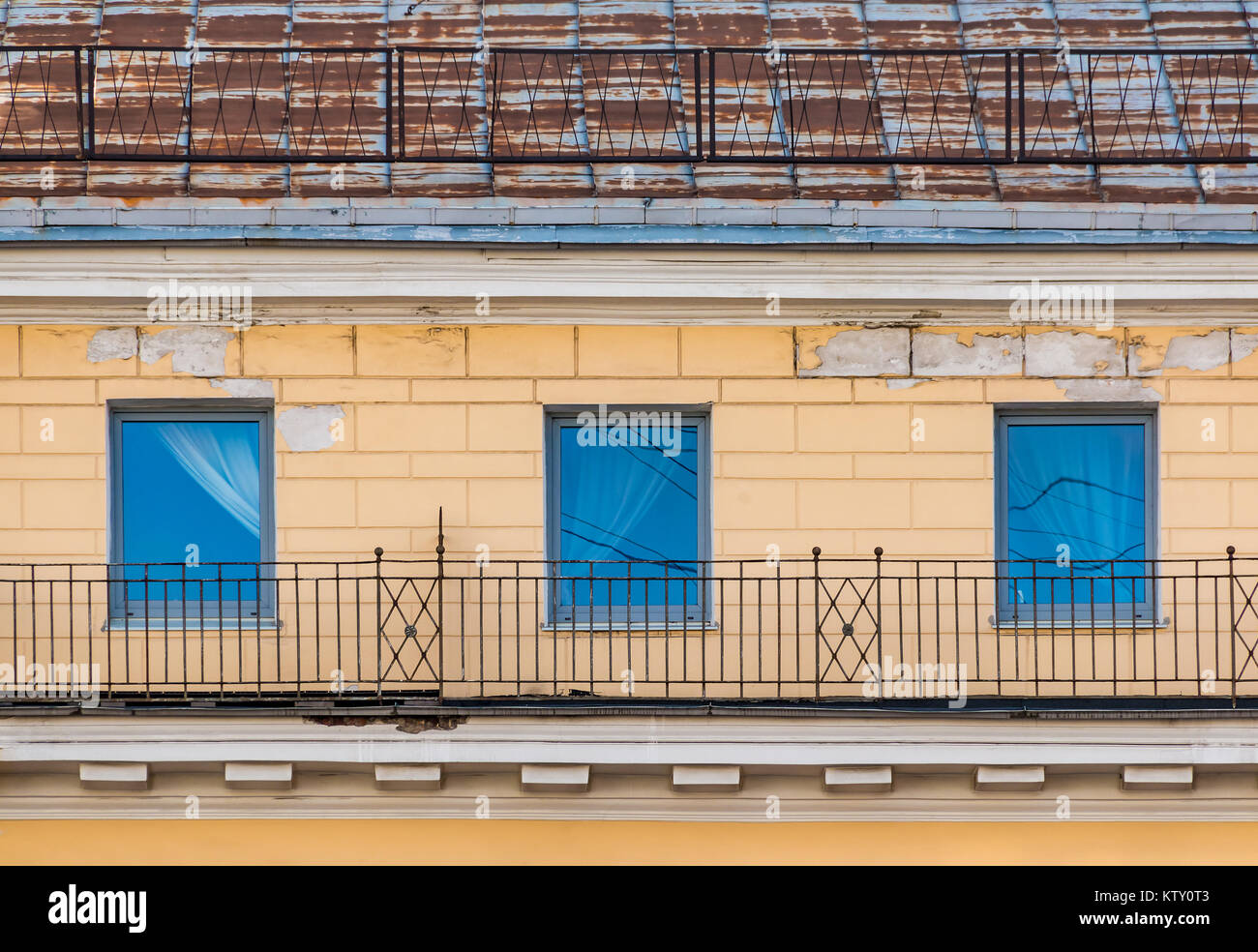 antique roof window attic stockfotos antique roof window attic bilder alamy. Black Bedroom Furniture Sets. Home Design Ideas