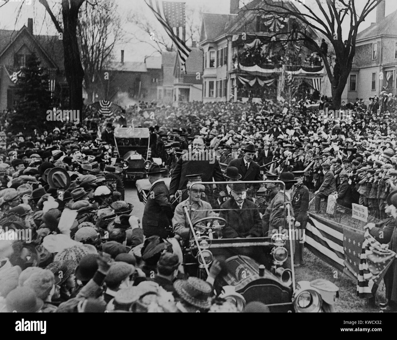 Präsident William Howard Taft paradieren in einem offenen Automobil, C. 1912. Lage unbekannt (BSLOC_2017_2 Stockbild