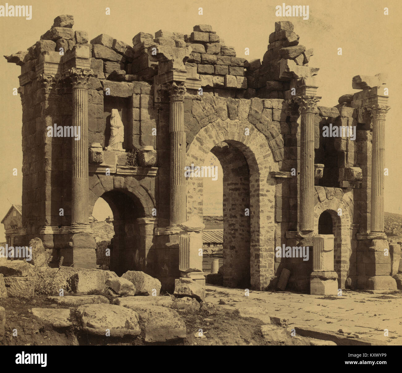 Reste der römischen Triumphbogen des Trajan bei Thamugadi (Timgad), Algerien. Stockbild