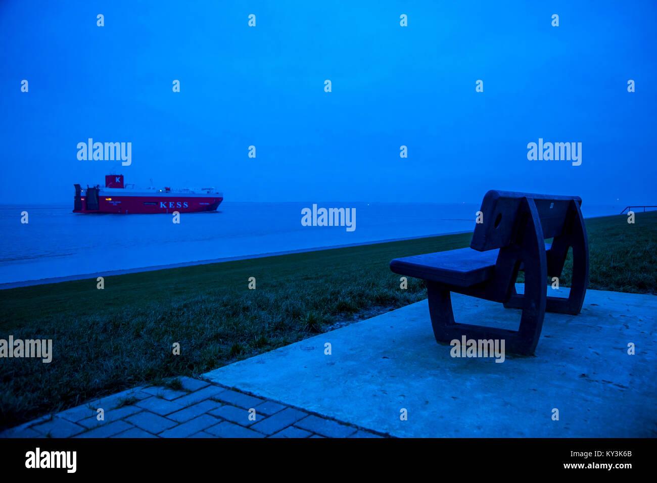 "Auto Transporter Schiff, die ""K"" Line European Sea Highway Services (KESS) auf den Dollart, Ems Estuary, Stockbild"