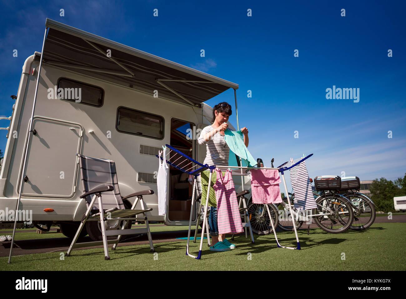 Großartig Trockner A Ideen Von Waschmaschine Auf Einem An Einem Campingplatz. Caravan