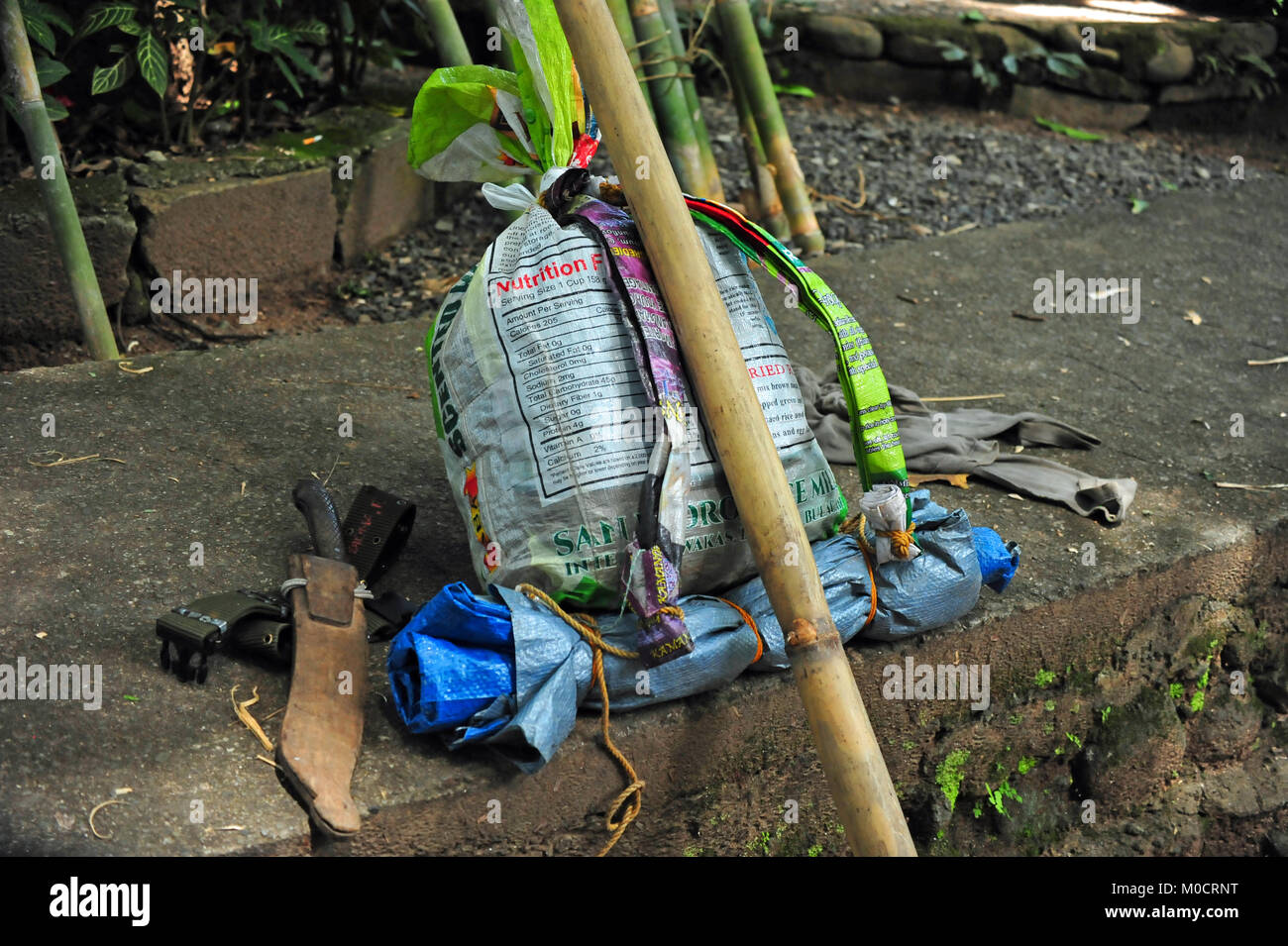 Rucksack Gang, Scherz Survival Camp, Luzon, Philippinen Stockbild