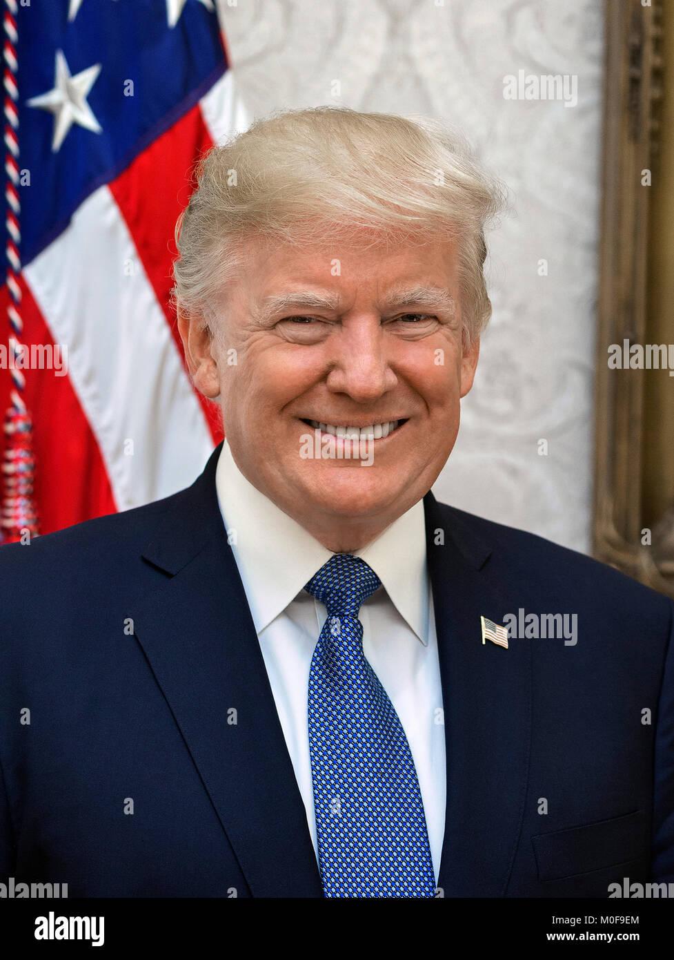 Donald Trump (1946-). Offizielle Weiße Haus Porträt des 45. Präsident der Vereinigten Staaten, 2017. Stockbild