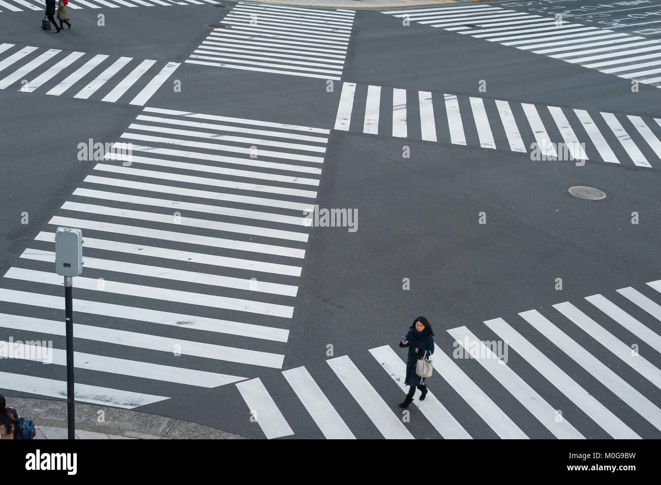 01.01.2018, Tokyo, Japan, Asien - eine Fußgängerampel in Tokyos Ginza District. Stockbild