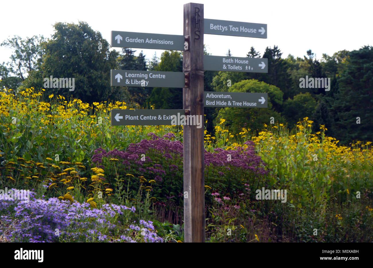 Holz Wegweiser In Die Garten Rhs Garden Harlow Carr Harrogate