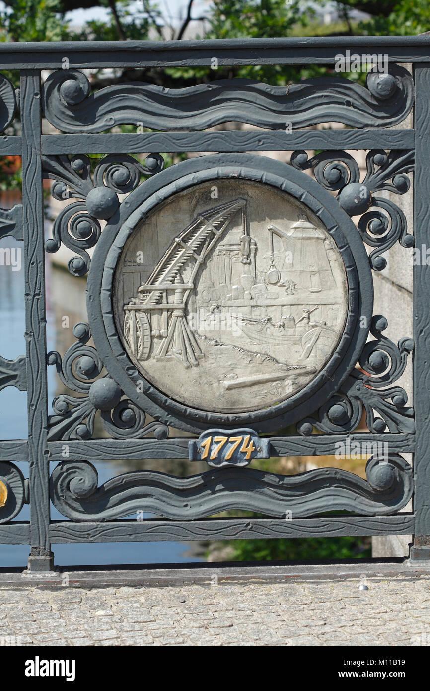Alte Detail Mühlendammbrücke, Berlin, Deutschland, Europa Ich bin Historisches Relief verzierten Geländer Stockbild