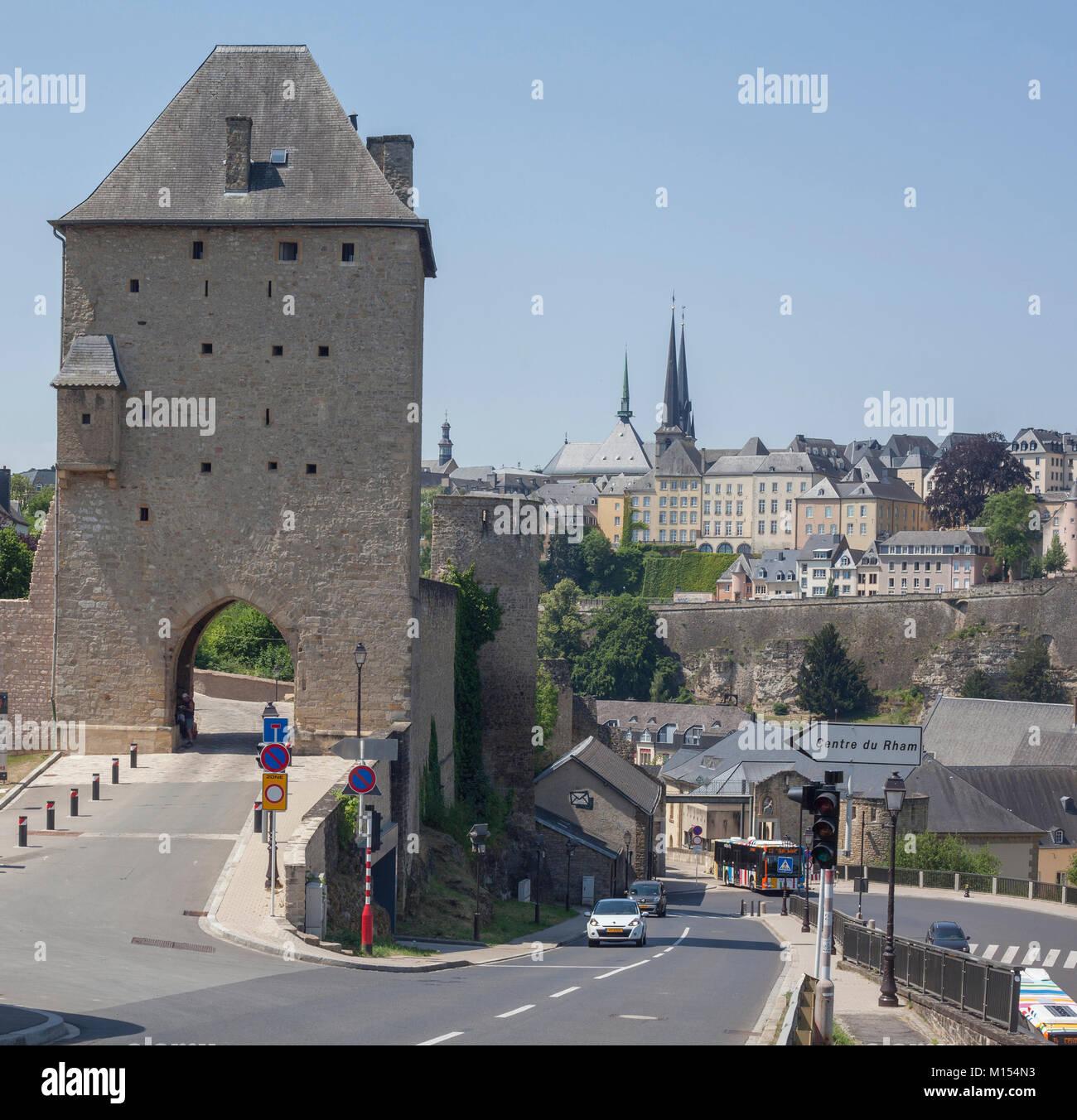 Dinselpuert Tor, Luxemburg-stadt, Luxemburg, Europa ich Dinselpuert Tor mit dem Rham-Plateau in Luxemburg-Stadt, Stockbild