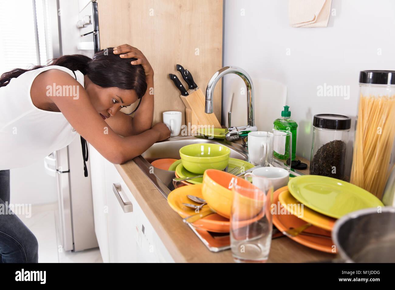 dirty kitchen dishes stockfotos dirty kitchen dishes bilder seite 3 alamy. Black Bedroom Furniture Sets. Home Design Ideas