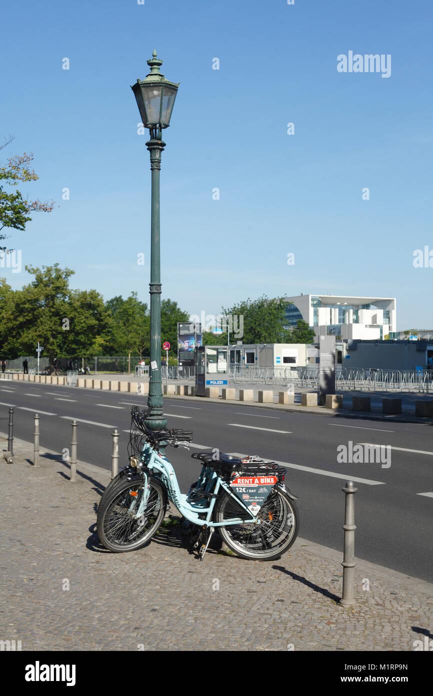 Fahrradverleih und Bundeskanzleramt, Berlin, Deutschland, Europa Stockbild
