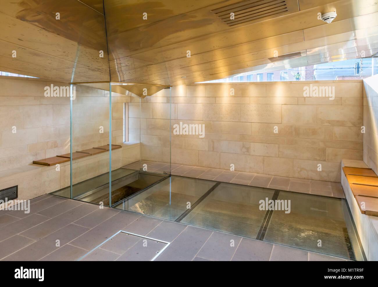 Ort der Entdeckung der Knochen von Richard III. in der King Richard III Visitor Centre, Leicester, England, Großbritannien Stockbild