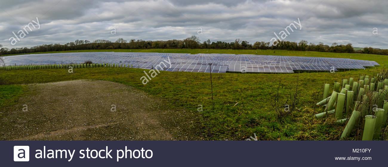 West Sussex Solar Panels im Bereich Energie Stromnetz sauber Panoramablick Stockbild